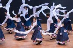 Danza tibetana de Guozhuang 18-Chinese - ensayo de la enseñanza en el nivel del departamento de la danza fotografía de archivo libre de regalías