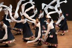 Danza tibetana de Guozhuang 18-Chinese - ensayo de la enseñanza en el nivel del departamento de la danza imagen de archivo