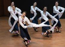 Danza tibetana de Guozhuang 19-Chinese - ensayo de la enseñanza en el nivel del departamento de la danza fotografía de archivo