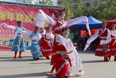 Danza tibetana de la danza de la gente Foto de archivo