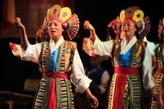 Danza tibetana de las mujeres Imágenes de archivo libres de regalías