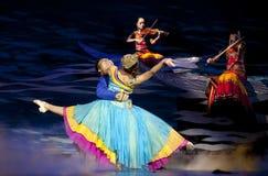 Danza étnica china de la nacionalidad de Yi Imágenes de archivo libres de regalías