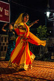 Danza tradicional de la India. Foto de archivo