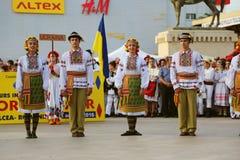 Danza tradicional ucraniana en el festival internacional del folclore para los niños y los pescados de oro de la juventud Foto de archivo libre de regalías