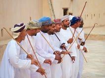 Danza tradicional y música omaníes, cultura árabe, tradición Foto de archivo