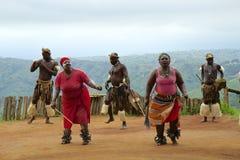 Danza tribal del Zulú en Suráfrica Imagen de archivo libre de regalías