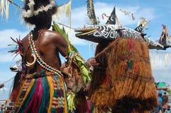 Danza tribal tradicional en el festival de la máscara Foto de archivo libre de regalías