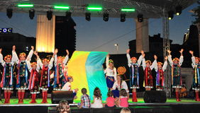 Danza ucraniana de las muchachas Fotografía de archivo