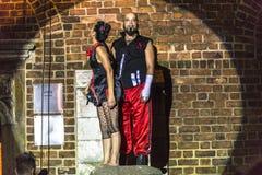 Danza vertical del teatro de la calle Imagenes de archivo