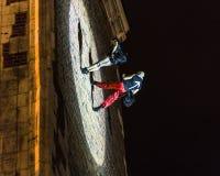 Danza vertical del teatro de la calle Imágenes de archivo libres de regalías