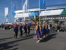 Danzas populares en el parque olímpico en Sochi Fotos de archivo libres de regalías
