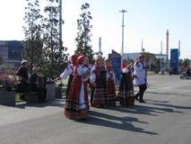 Danzas populares en el parque olímpico en Sochi Imagen de archivo