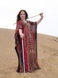 Danzatore arabo con i bastoni e l'abito Fotografia Stock Libera da Diritti