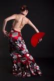 Danzatore di flamenco che fa i movimenti con il ventilatore rosso Immagine Stock Libera da Diritti