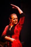 Danzatore di flamenco dell'ente superiore e del fronte in vestito rosso Fotografia Stock