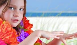 Danzatore di Hula sulla spiaggia Immagine Stock Libera da Diritti