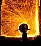 Danzatore di pancia su fuoco immagine stock