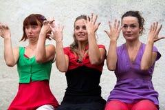 Danzatori che giocano con le loro mani Immagini Stock Libere da Diritti