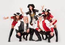 Danzatori in costumi del pirata Immagini Stock Libere da Diritti