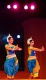 Danzatori di Odissi in costume tradizionale Fotografie Stock Libere da Diritti