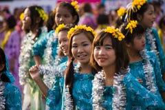 Danzatori durante il festival 2012 dell'acqua in Myanmar Immagini Stock Libere da Diritti