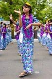 Danzatori durante il festival 2012 dell'acqua in Myanmar Immagini Stock