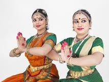 Danzatori femminili classici indiani Fotografia Stock