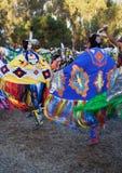 Danzatori indiani americani delle donne al PowWow della Stanford immagine stock libera da diritti