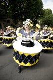 Danzatori in un costume del tamburo al carnevale del Notting Hill Immagini Stock Libere da Diritti