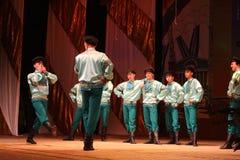 Danze popolari russe festive allegre coreografia nello stile della festa piega Maslenitsa Immagini Stock