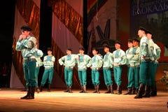 Danze popolari russe festive allegre coreografia nello stile della festa piega Maslenitsa Fotografia Stock
