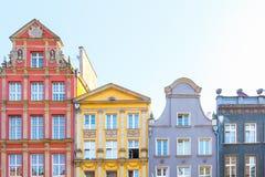 DANZICA, POLONIA - AGOSTO 2018: Lungamente Market Street, vecchie case medievali decorative variopinte tipiche, architettura real fotografie stock