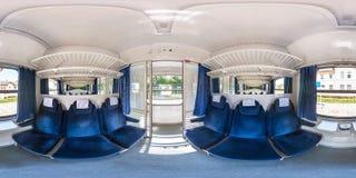 DANZICA, POLONIA - AGOSTO 2018: panorama 360 gradi di vista di angolo nell'interno del trasporto ferroviario del passeggero del b fotografia stock libera da diritti
