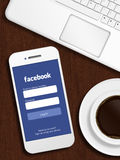 Danzica, Polonia - 24 ottobre 2014: telefono cellulare con il lo del facebook Immagine Stock Libera da Diritti