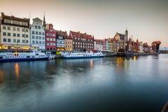 Danzica, Polonia-settembre 19,2015: vecchia città e gru famosa, Poli Fotografia Stock Libera da Diritti