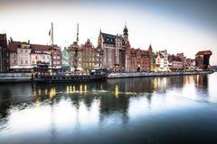 Danzica, Polonia-settembre 19,2015: vecchia città e gru famosa, Poli Immagine Stock Libera da Diritti