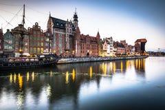 Danzica, Polonia-settembre 19,2015: vecchia città e gru famosa, Poli Immagine Stock