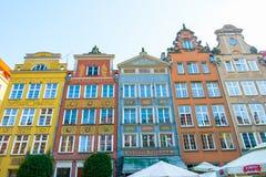DANZIG, POLOGNE - AOÛT 2018 : Longtemps Market Street, vieilles maisons médiévales décoratives colorées typiques, architecture ro images stock