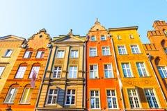 DANZIG, POLOGNE - AOÛT 2018 : Longtemps Market Street, vieilles maisons médiévales décoratives colorées typiques, architecture ro photographie stock libre de droits