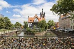 Danzig, Pologne - 7 juillet 2016 : Vue de beaucoup de serrures d'amour au pont d'amour Images libres de droits