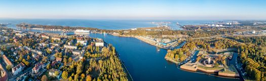 Danzig, Pologne Panorama avec Wisloujscie, port du nord, Westerplatte photographie stock libre de droits