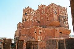 Dar Al哈吉尔, Dar Al哈吉尔,装饰的窗口,岩石宫殿,王宫,也门的偶象标志 库存图片