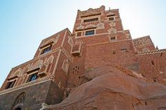 Dar al-Hajar, Dar al Hajar, finestre decorate, il palazzo della roccia, palazzo reale, simbolo iconico dell'Yemen Fotografie Stock
