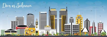 Dar Es Salaam Tanzania Skyline com construções da cor e o céu azul Fotos de Stock Royalty Free