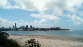 Dar es Salam à l'horizon images stock