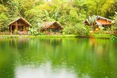 Dar la bienvenida a la casa de campo en selva tropical ecuatoriana Fotografía de archivo libre de regalías