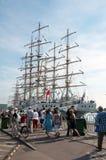 Dar Mlodziezy y el MIR, nave alta compite con, Szczecin, Polonia Imagenes de archivo