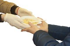 Dar un cuenco de comida de mano a mano Foto de archivo libre de regalías