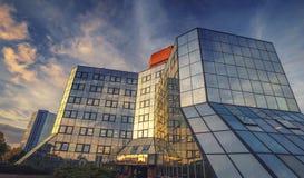 Darby House Glass Building i varmt höstligt solnedgångljus Arkivfoto