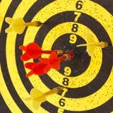 Darde des flèches dans la cible Photo libre de droits